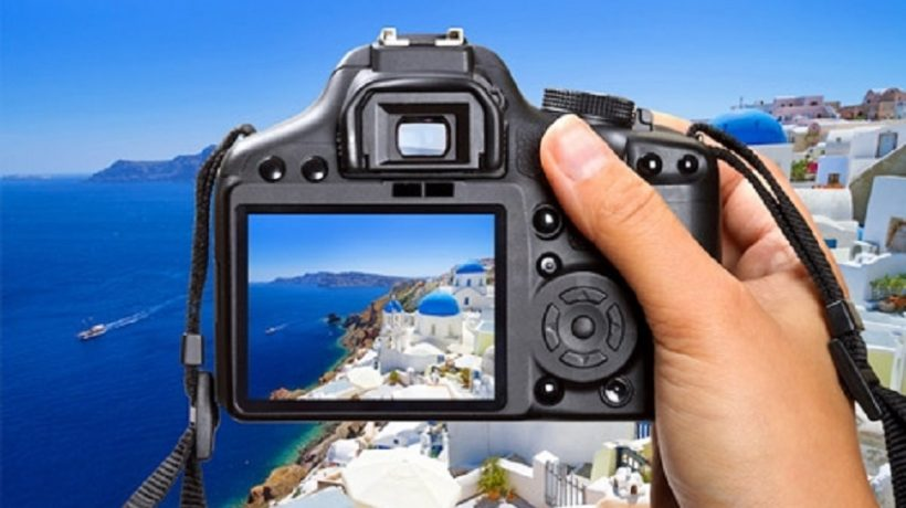 The photography market rejuvenates and lands online